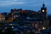 Zooming in closer to the castle in Edinburgh