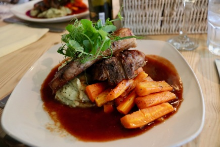 Lamb cutlets with minted mashed potato and carrots