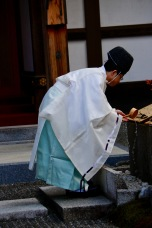 Preparing to pray, Kyoto